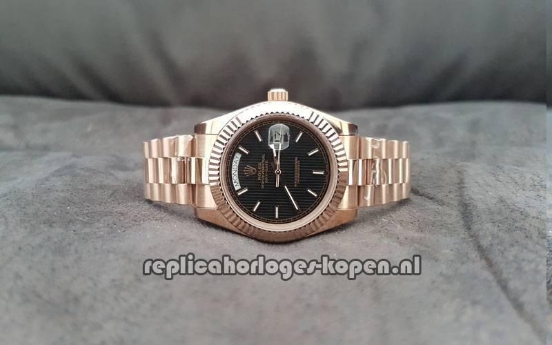 cce1511f4f4 Replica Rolex Daydate 40 Rosé Goud Zwarte Wijzerplaat (Nieuwste)